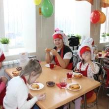 Заставка для - Солнечные дети в гостях у «Пышки»