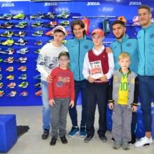 Заставка для - Уфимские ребята с синдромом Дауна взяли автограф у игроков футбольного клуба «Уфа»