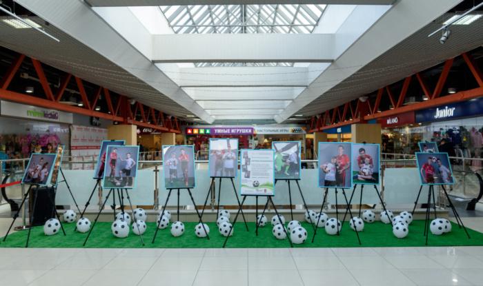 Заставка для - Игроки ФК «Уфа»  с начинающими футболистами с синдромом Дауна  на фотовыставке в ТК «Центральный»