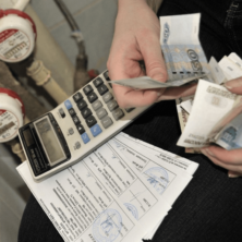 Заставка для - С 1 сентября не получат ежемесячную денежную компенсацию льготники, имеющие задолженность по оплате жилищно-коммунальных услуг
